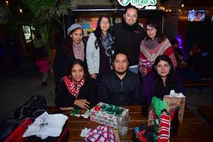 31122018 BAZAR NAVIDEñO.  Nancy, Camila y Luna.
