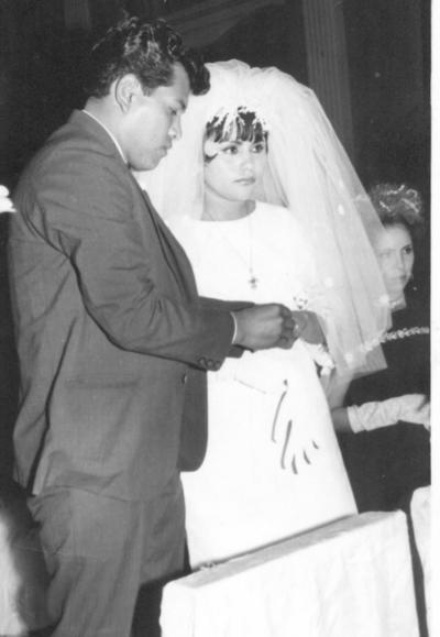 Apolonio Gutiérrez Alvarado y María Teresa Encino Valdivia el 26 de enero de 1968, en la Iglesia de la Sagrada Familia.