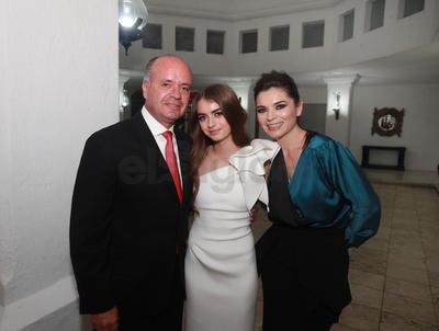 Juan Carlos Gutierrez y Malu Gutiérrez con su hija Isabela.