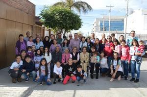 29012019 CELEBRACIóN EN FAMILIA.  Belem Muñoz Olvera acompañada de sus hijos, nietos y bisnietos en su festejo por sus 101 años de vida.
