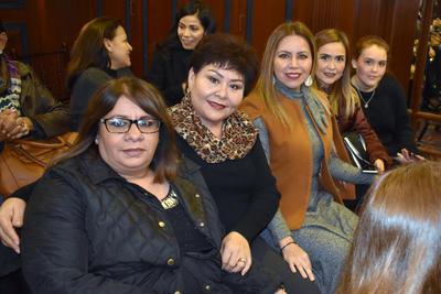 Rosy, Rosario, Marilú, Gelo y Natalia.
