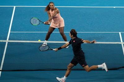 Federer se impone a Serena Williams en Copa Hopman
