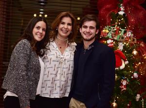 01012019 Martha Leal con sus hijos María Sofía y Ricardo.