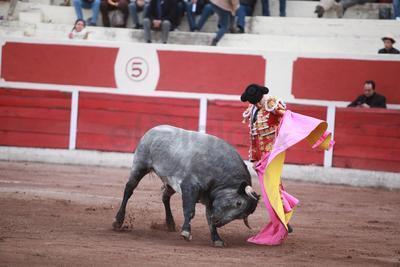 Alfredo Ríos 'El Conde' se despidió del público duranguense, en una tarde donde el triunfo fue para Fermín Espinoza 'Armillita IV'.