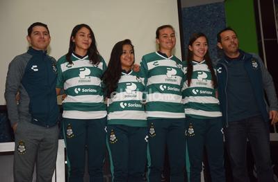 El Director de Fuerzas Básicas del club albiverdes, Eduardo Fentanes, así como el timonel del conjunto femenil, fueron los encargados de darle la bienvenida a las jugadoras.