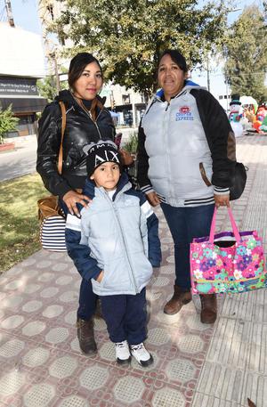04012019 Mónica, Neto y Carlitos.