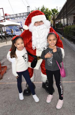 04012019 Santa, Melanie y Camila.