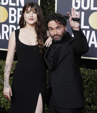 Alaina Meyer y Johnny Galecki de The Big Bang Theory
