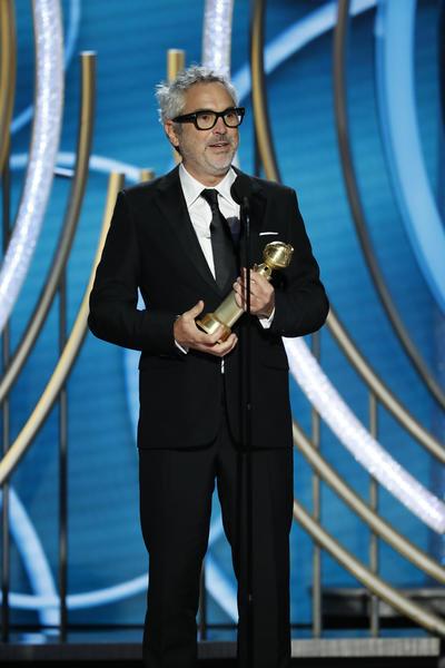 """""""Gracias a Netflix por conseguir que esta película tan improbable haya conseguido repercusión global"""", dijo Cuarón sobre el escenario del hotel Beverly Hilton, de Los Ángeles (California), antes de asegurar que está """"eternamente agradecido"""" a sus actrices Yalitza Aparicio y Marina de Tavira."""