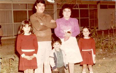 06012019 Diana, Carlos, Carlos F., María Estela y Estela en la Casa Club del Banrural el 18 de diciembre de 1983.