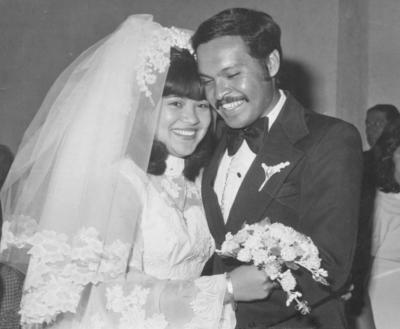 06012019 Rosa María Cisneros Arellano y José Ángel Martínez Dávila (f) el día de su boda el 19 de noviembre de 1975.