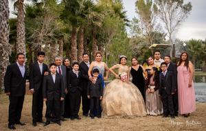 06012019 Ángeles acompañada por sus padres, Juan Gerardo López Soto y Pilar Ramírez Saucedo, y sus hermanos, Juan Gerardo y Elías.