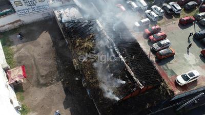 Al momento del incendio sólo se encontraban empleados al interior del negocio, quienes pudieron salir a tiempo.