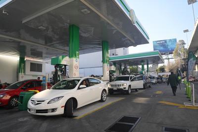 Estados viven caos por desabasto de combustibles