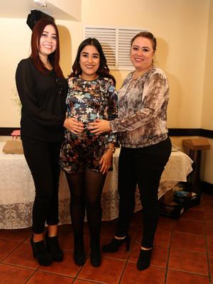 10012019 ESPERA LA LLEGADA DE LUCIANA.   Diana Dávila García con Karen y Diana en su baby shower.