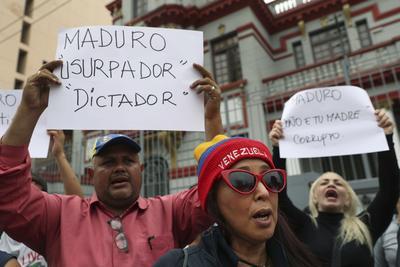En embajadas de distintos países también se manifestaron en rechazo al presidente venezolano.
