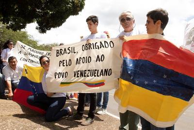 A la par, venezolanos protestaban por la toma de protesta de Maduro.