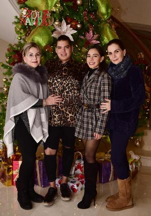 Chela,Luis,Victoria y Blanca.