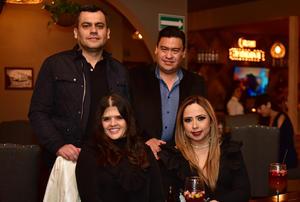 Hector, Alberto, Fernanda y Adriana