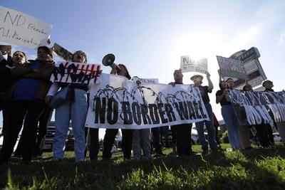 Trump visita frontera sur de EU y vuelve a hablar del muro