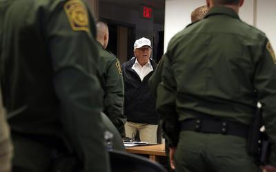 El presidente de Estados Unidos, Donald Trump, llegó hoy a McAllen, Texas, donde en una mesa redonda sobre seguridad reiteró que un muro en la frontera sur es necesario para la salvaguardar al país, 24 horas después de que fracasaran negociaciones para obtener los fondos para construirlo.