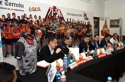 La conferencia de prensa ante medios de comunicación de la Comarca Lagunera y representantes de los diferentes clubes de la región fue encabezada por Gustavo Torres Adelantado, gerente comercial de esta casa editora, así como Christian López Torre, subgerente de Mercadotencia.