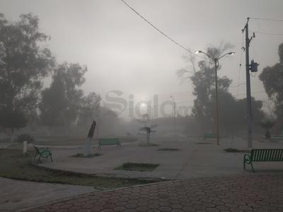 Plaza de Gómez Palacio con neblina esta mañana.