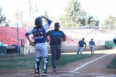 """En la séptima entrada, Laguna-Durango igualó el partido a tres con un """"wild pitch""""."""