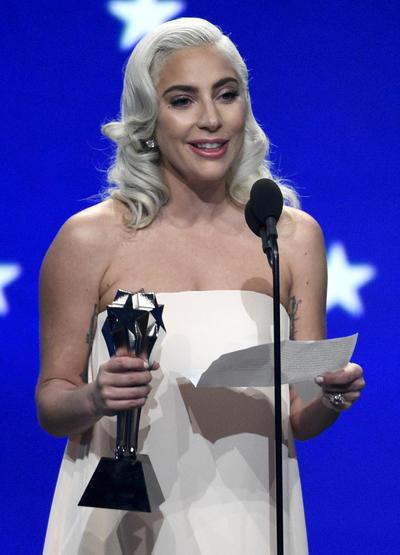"""Mejor Canción: """"Shallow"""" de """"A Star Is Born""""."""