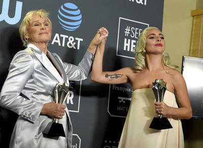 """Actriz (empate): Glenn Close, """"The Wife"""", y Lady Gaga, """"A Star Is Born""""."""