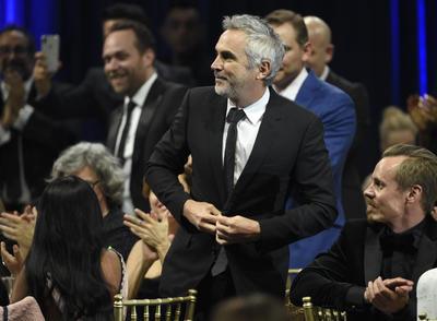 Luego de alzarse con el galardón en los Golden Globes como Mejor director, el cineasta mexicano Alfonso Cuarón repitió dicha victoria al coronarse en la misma categoría de los Critics Choice Awards este domingo.