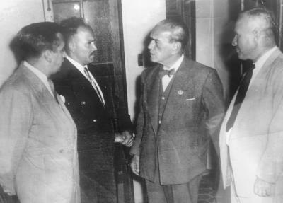 Fotografía tomada en los años 50, estando el Pdte. Adolfo Ruiz Cortines en compañía de don Jesús H. Martínez, distinguido empresario de la ciudad de Durango.