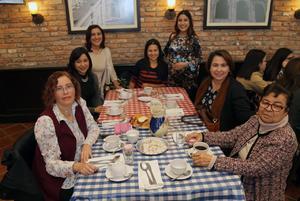 14012019 EN FESTEJO.  Algunas de las invitadas a la fiesta de canastilla de Diana Dávila García.