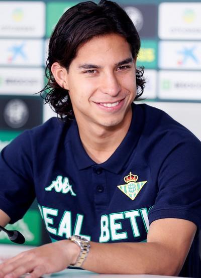 Diego Lainez es oficialmente jugador del Real Betis