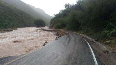 Como consecuencia de la crecida del río Mezquital, se registró un daño de consideración a la altura del kilómetro 50 de la referida carretera.