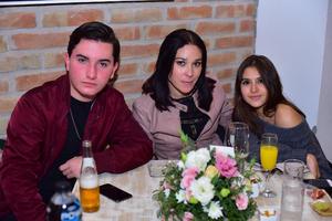 Emilio, Cecilia y Luisa