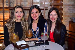 Adriana, Danya y Karla