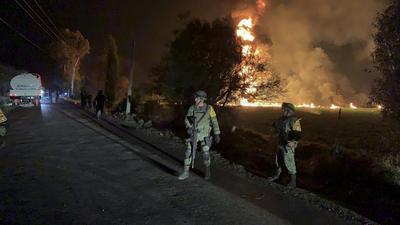 Más de 50 ambulancias del IMSS, estatales y municipales, atendieron la emergencia para llevar a los heridos a Tula y Pachuca.