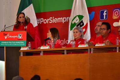"""""""La renovación del PRI nacional, la recuperación de nuestro partido va a lograrse desde las bases en los municipios"""", señaló Ruiz-Massieu."""