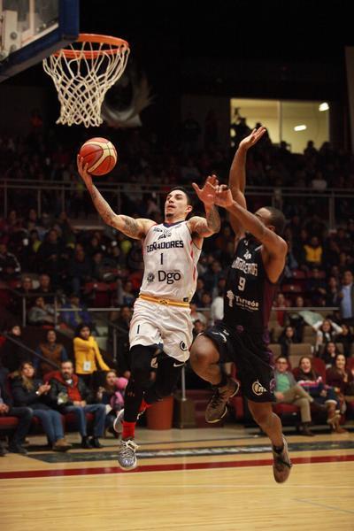 Esta vez le dio la confianza a Jarid Famous y Eder Zúñiga, quienes se aplicaron tanto a la ofensiva como a la defensiva.