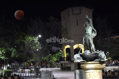 Eclipse desde la Plazas de Armas de Torreón.