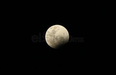 El eclipse coincidió con la primera Superluna del 2019, debido a que nuestro satélite natural alcanzó uno de sus puntos más cercanos a la Tierra, lo que ayudó para que se pudiera apreciar de manera muy clara y el evento.