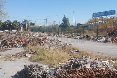 Pero en algunos casos, la basura también es generada por los mismos habitantes del sector.