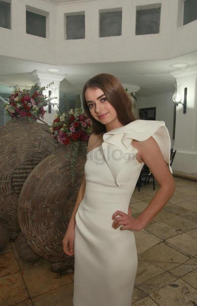 Hermosa lució Isabela en su fiesta de XV Años.