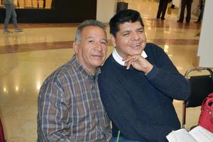 24012019 EN EL MALL.  Sabino y Miguel.