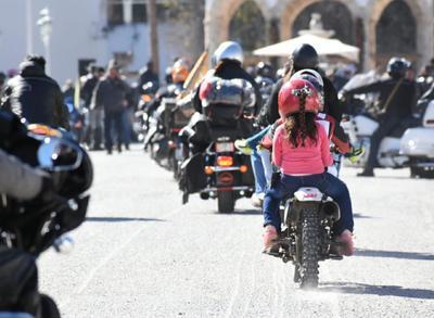 Procedentes de Coahuila, Nuevo León, Chihuahua, Zacatecas, San Luis Potosí, Jalisco, Querétaro, Ciudad de México y de Estados Unidos, los motociclistas participaron en la ceremonia de la Bendición de los Cascos en Parras.