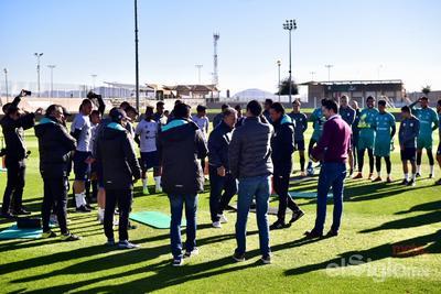 Martino saludó a cada uno de los jugadores del plantel lagunero.