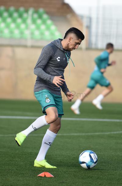 Santos entrena para su duelo ante Tigres en Monterrey
