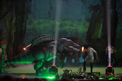 Durante una hora y media el público, especialmente los más pequeños, tuvieron la oportunidad de conocer más sobre los dinosaurios, desde sus nombres, tamaño y peso, hasta su forma de alimentación y otros datos curiosos.