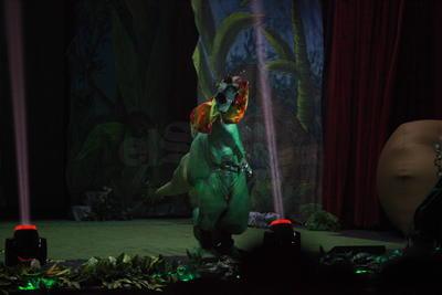 En su primera presentación en la ciudad el espectáculo 'Dinosaurios en vivo' embarcó a los duranguenses en un viaje por el tiempo que los llevó hasta una reserva secreta.
